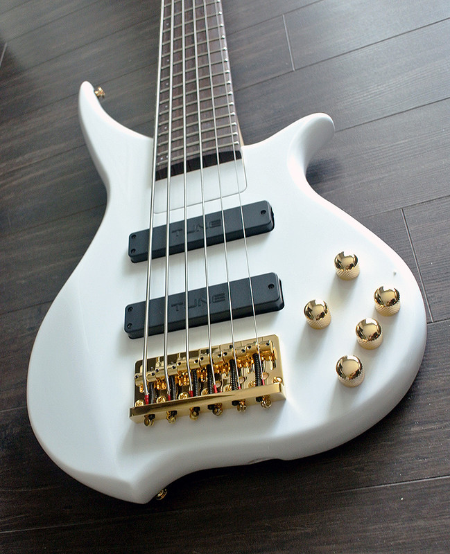 TUNE TWX61 SW - 6 String Bass - Snow White Finish