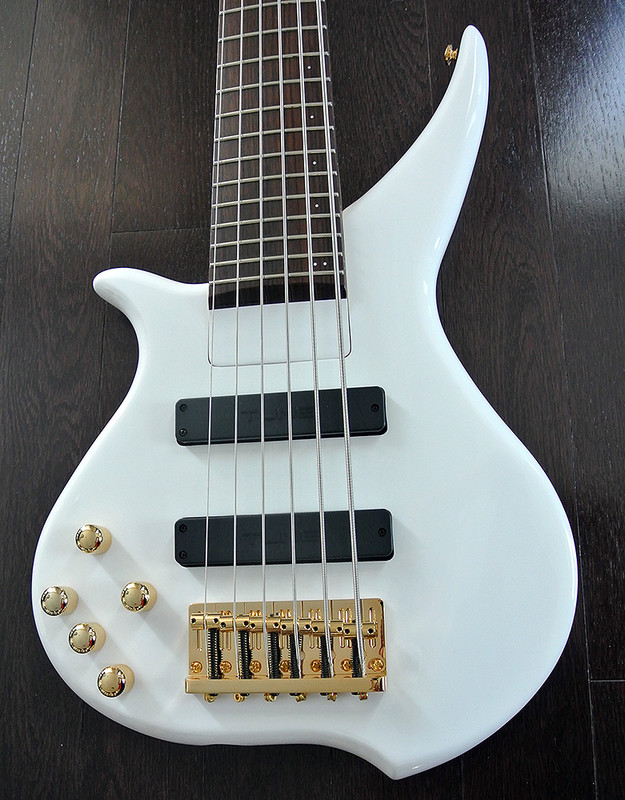 TUNE TWX61LH SW - Left Handed 6 String  Bass -  Snow White Finish