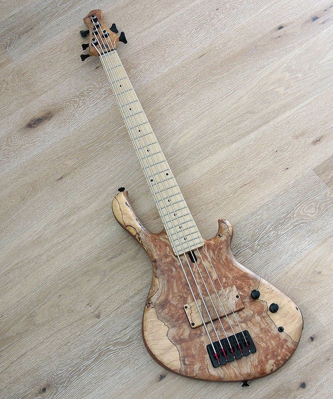 MENSINGER Cazpar 5p -5 String Short Scale Bass - Spalted Maple Top  Natural