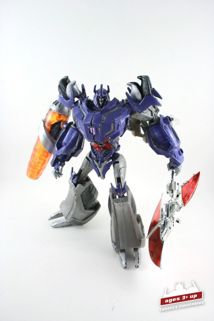 RFX-002A Renderform Dark Emperor Garage Kit With Megatron Figure