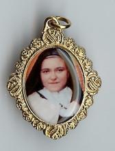 Saint Thérèse of Liseux with Cape - Picture 9
