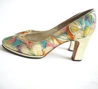 Vintage 1940s Floral Metallic Gold Pumps