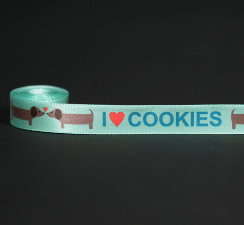 I (heart) Cookies in blue on a mint green background with two loving little dogs! Perfect for tying people or dog cookies!