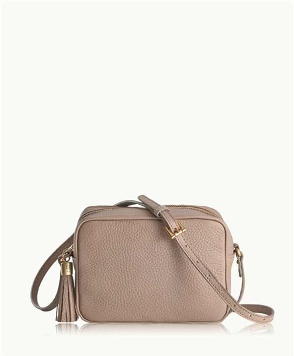 Day to night bag wet sand tan