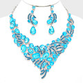 Fabulous lite blue necklace set lightly enriched with a darker blue shade.