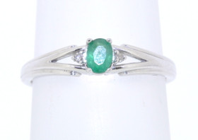 10k White Gold Emerald Ring 19000202