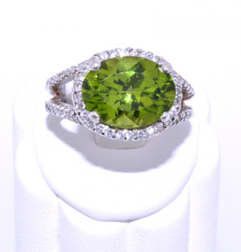 12001461 14K White Gold Diamond/Peridot Ring