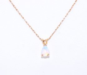 52001395 14K Yellow Gold Opal Charm