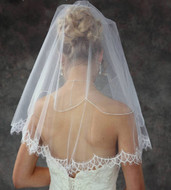 JL Johnson Bridal Veil with Chantilly Lace V5160