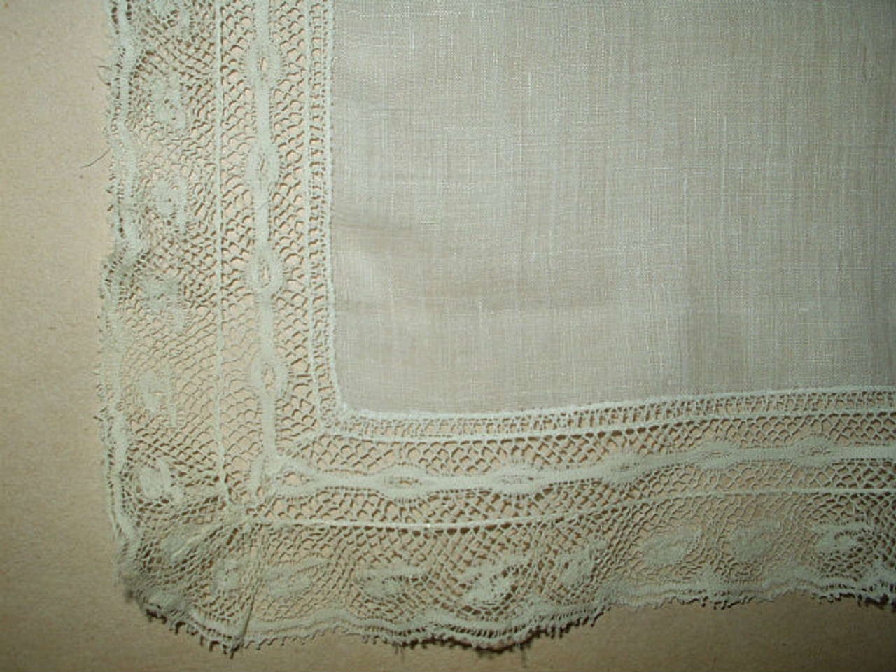 Antique Vintage Batiste Lawn Valenciennes Lace Edge 1920 1940 Handkerchief
