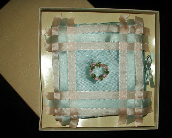 Vintage 1920s Flapper Foldover Rayon And Ribbon Handkerchief Case In Box