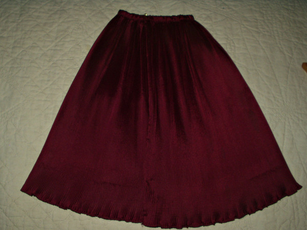 Vintage 1950 Plum Permanent Pleat Accordion Rayon Fabric Craft Sewing