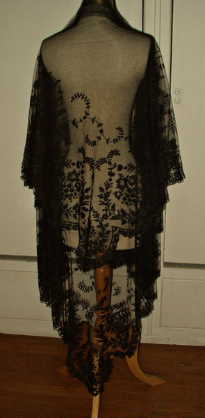 Victorian 1870 Black Chantilly Lace Shawl Mantilla Mourning Veil
