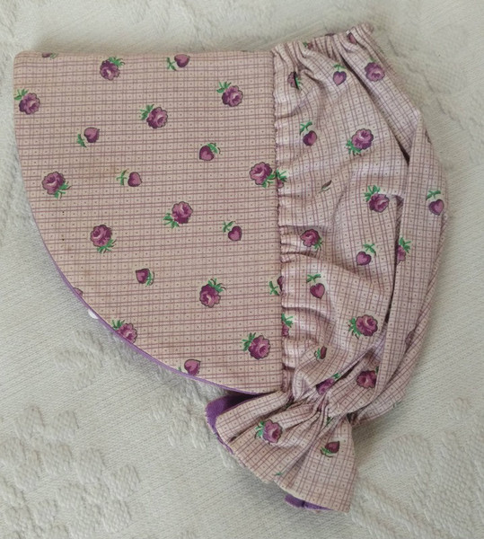 1950's Hand Made Needle Sewing Case Sunbonnet Shape Wool Leaves