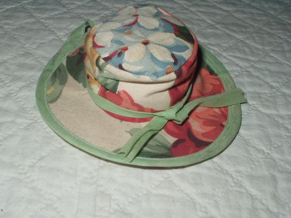 Cute vintage 1950s  Handmade  Floral Fabric Hat Pincushion