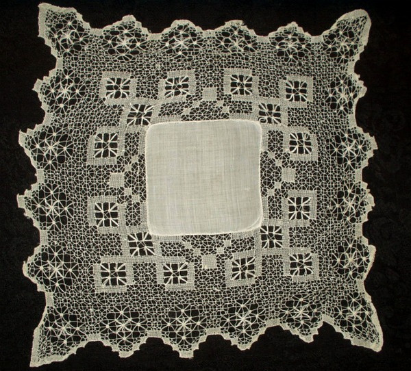 Victorian 1900 Linen Center Handkerchief Drawn Thread Lace