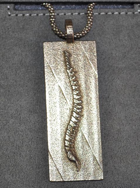 spine-pendant-small.jpg