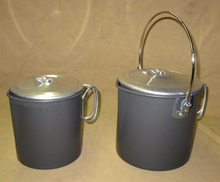 Plain aluminum pot (1,1 liter) with and without bail handles.