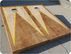 Stained Triangle with Border Cornhole Set with Bags
