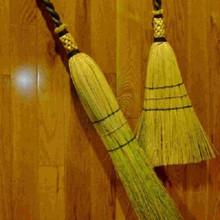 Make a round or flat hearth broom