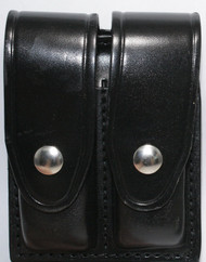Gould & Goodrich Leather Magazine Pouch holds (2) single stack magazines. This pouch has nickel snaps.