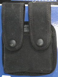 Uncle Mike's Law Enforcement Nylon Magazine Pouch holds (2) single stack magazines. This pouch has black snaps.
