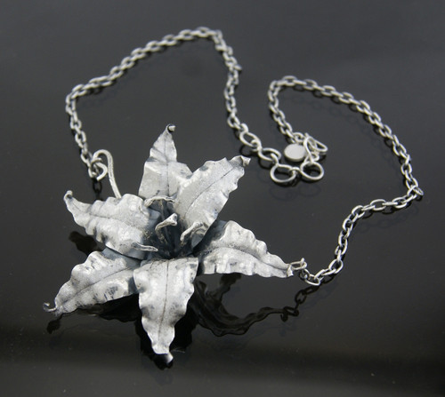 950 Silver Lirio Flower Necklace