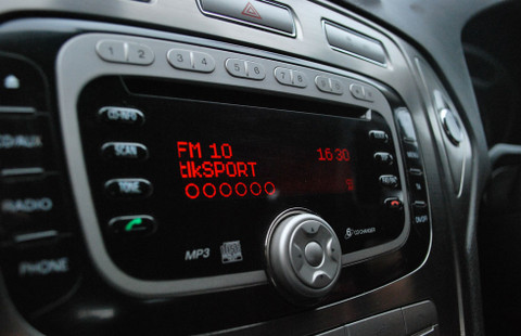JustDRIVE in action on an Original Equipment Ford radio playing TalkSPORT Digital Radio station
