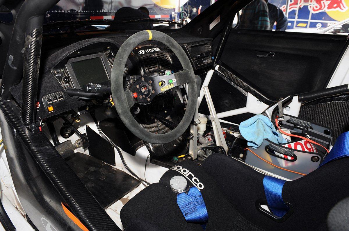 interior cockpit rm autosports. Black Bedroom Furniture Sets. Home Design Ideas