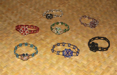 Flowered stretch bracelets