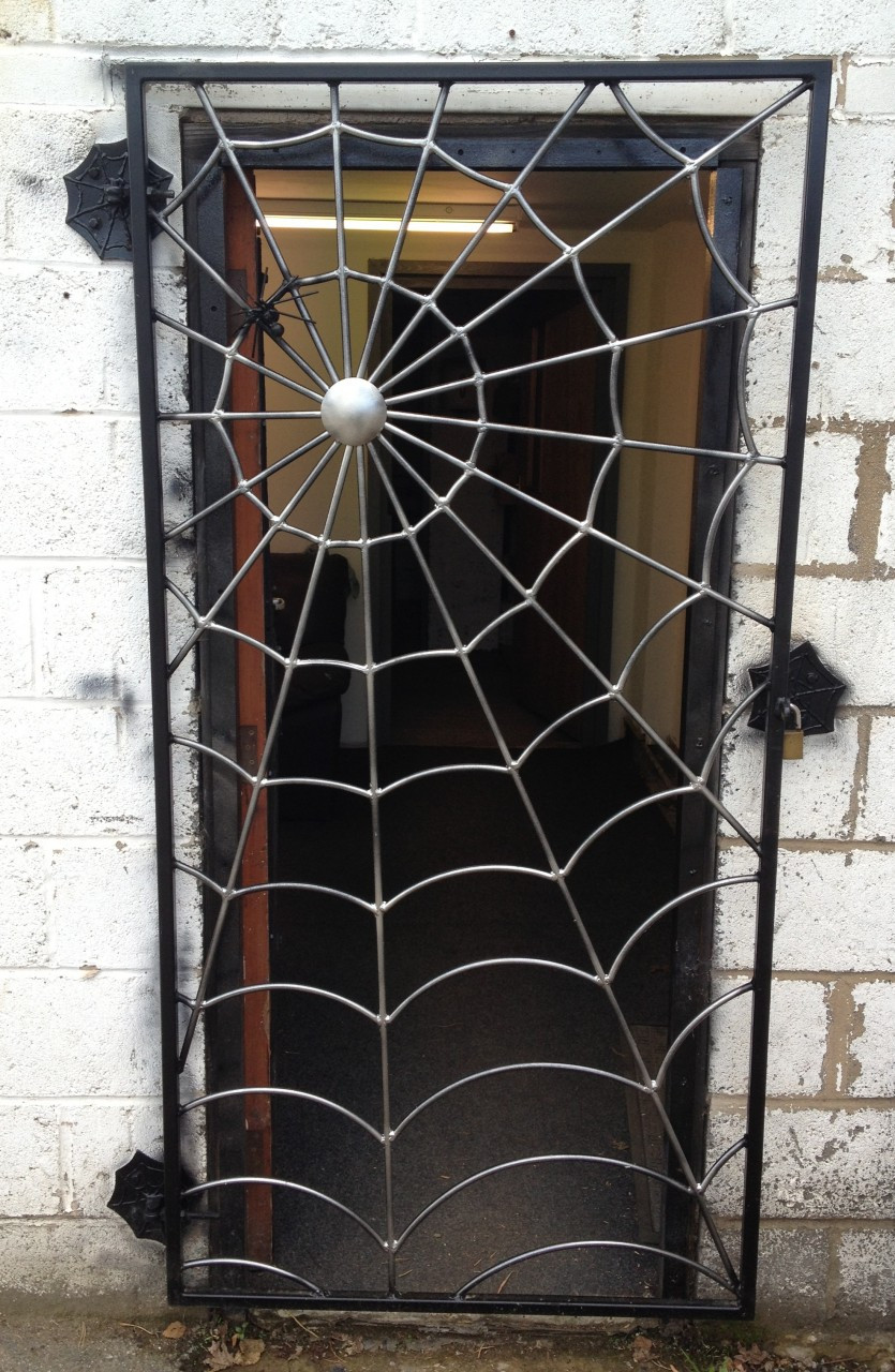 spider web gate art of metal. Black Bedroom Furniture Sets. Home Design Ideas