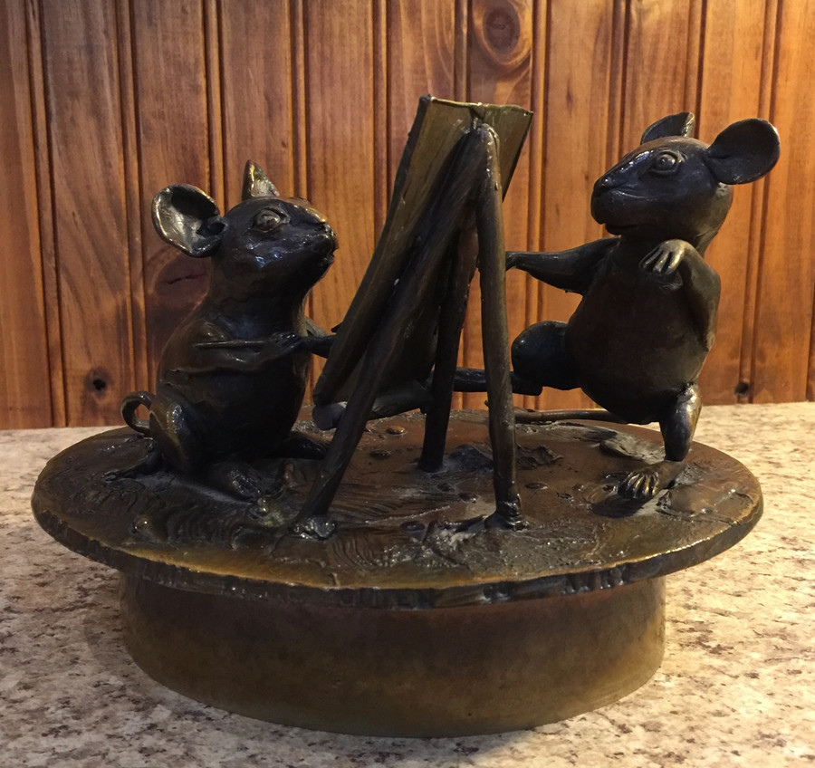 Mouse sculpture from back