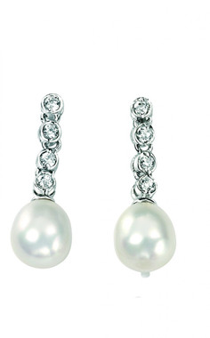 Gorgeous freshwater pearl and diamante drop earrings perfect for bridal