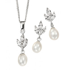 Valeria diamante and pearl bridal pendant set lovely for bridesmaids gift