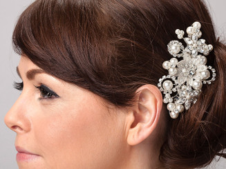 Exquisite pearl bridal hair comb