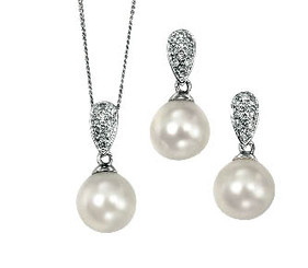Diamond and Freshwater Pearl Pendant Set lovely for Bridal