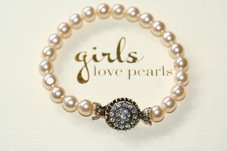 Jemma vintage detailed clasp on pearl bracelet 2