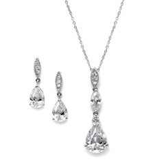 Vintage styled diamante pendant set £64.95