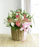Roses & Lisianthus basket