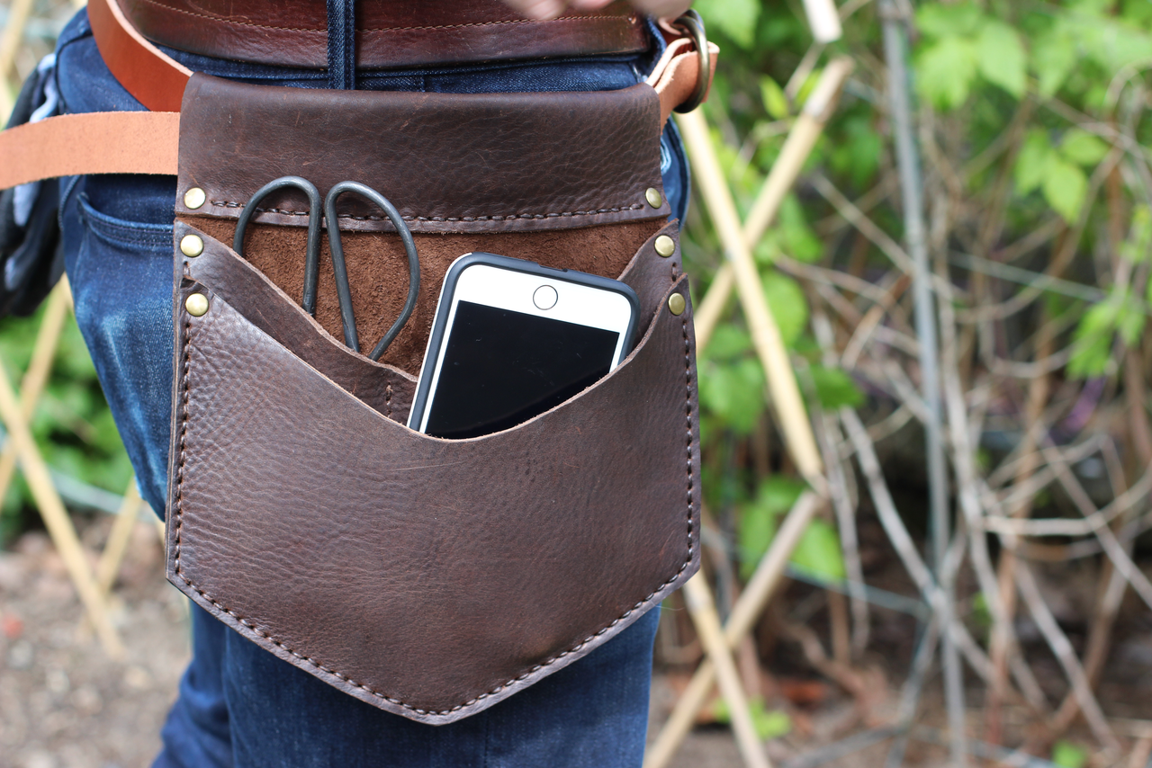 One main pocket for gloves, a phone or whatever else you will realistically need in the garden.