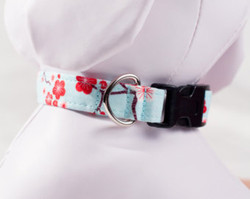 "Chaerry Blossom Blue Chasin' Tail Collar  Chasin' Tail Doggie Designs are special handmade creations.  Each piece is made by hand, with care, in Boring Oregon.  Chasin' Tail collars are adjustable and available in 5 sizes.  Collars are made from a washable fabric.  Gently wash and hang to dry.  Chasin' Tail dog collars can be ironed with a cool iron to remove wrinkles if they should appear.  Chasin' Tail collars come in the following ""Neck Size Range""  XS fits a 7"" - 11"" neck  SM fits a 10"" - 15"" neck  Med fits a 12"" - 19"" neck  LG fits a 15"" - 24"" neck  XL fits a 17"" - 29"" neck     Chasin' Tail also offers matching handmade leashes and cute collar accessories like Bow Ties and Flowers.  Look for them to order and complete your pet's special look."
