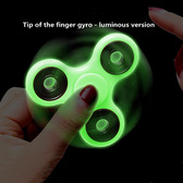 NEW LUMINOUS TRI FIDGET GREEN HAND SPINNER LIGHT DARK EDC TRI-SPINNER BATMAN TOYS REIEVE CHILD & ADULT