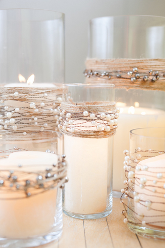 8 simple ideas to style your pillars this Christmas