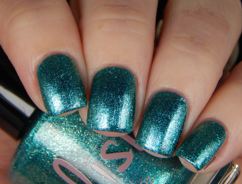 AVAILABLE AT GIRLY BITS COSMETICS www.girlybitscosmetics.com Team Zissou (Life Aquatic Collection) by Pahlish