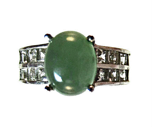 emerald green quartz ring