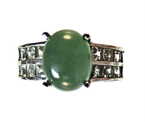 emerald green quartz ring