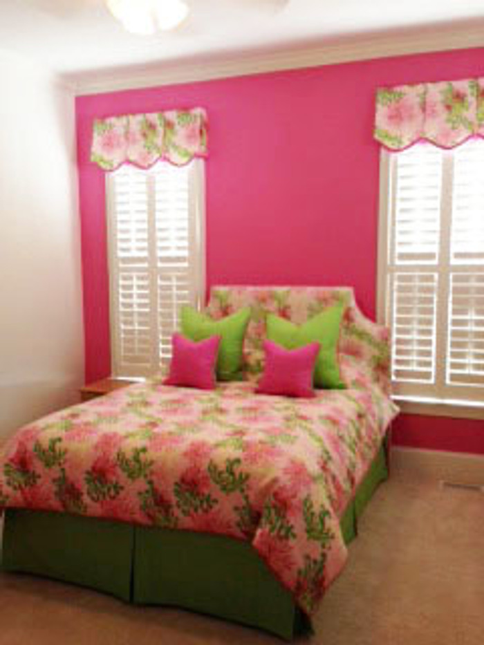 Bedroom In Lilly Pulitzer Bimini In Lilly Pink And Lilly Pulitzer Rip  Roaring In Seaweed And Daiquiri Pink.