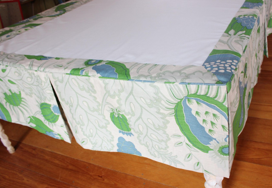 Tailored Bedskirt with Split Corners