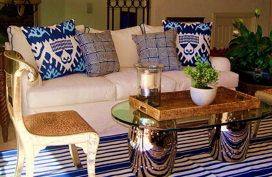 Pillows in Quadrille Kazak andZiggurat (Gabriela Ortiz)