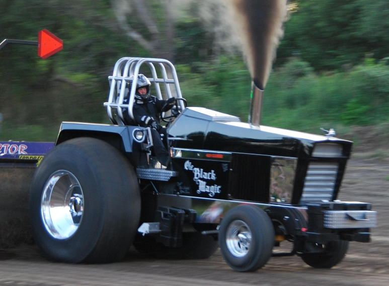 Black White An D Tractor Pulling Wagon : Other case pulling tractors